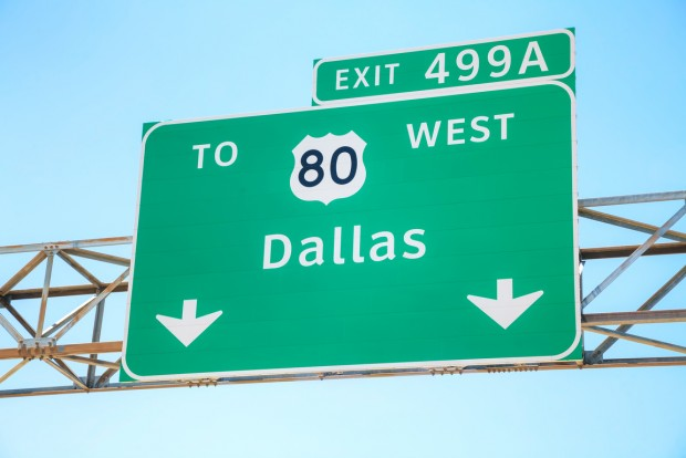 Road sign with the direction to Dallas, Texas