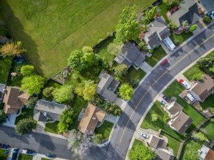 Pros and Cons of Living in a Neighborhood with a HOA