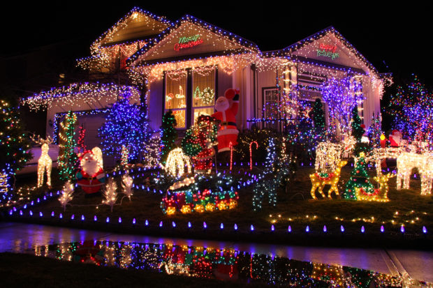 Add These Phoenix Neighborhoods to Your Holiday Lights Tour - Best Phoenix Neighborhoods For Holiday Lights - Square Cow Movers